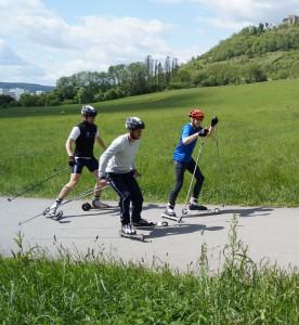 Skirollern mit Freunden